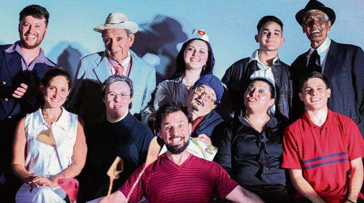 Acción. El elenco del teatro municipal protagoniza obras de radioteatro.