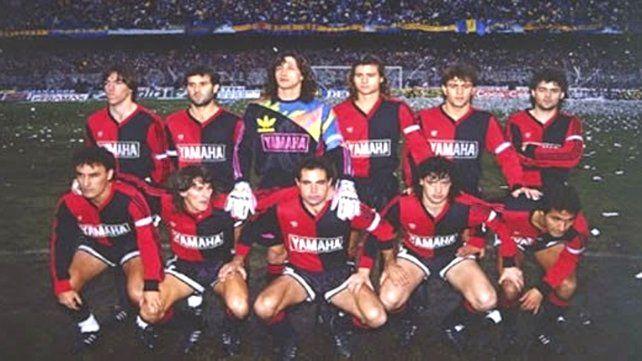 El equipo de Newells que se consagró campeón 90/91 en La Bombonera.