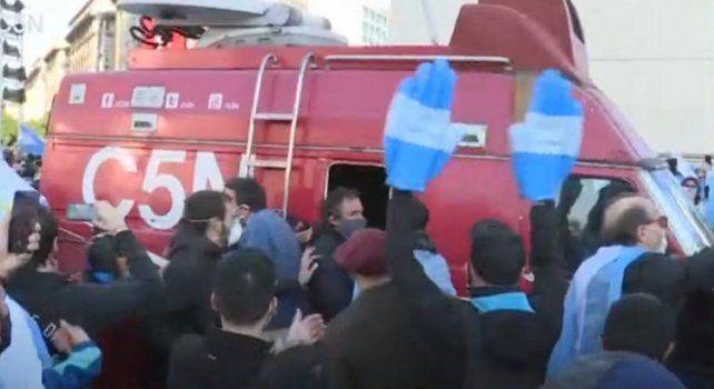 Un móvil de C5N fue atacado por manifestantes autoconvocados