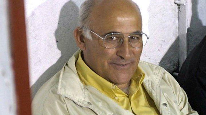 Vicente Cristófano falleció a causa del coronavirus y fue despedido por los hinchas de Brown de Adrogué.