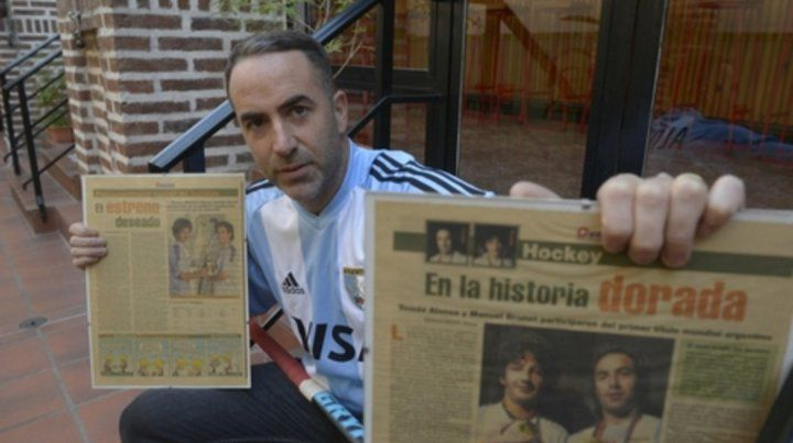Tomás Alonso posó junto a las contratapas que Ovación publicó en 2005.