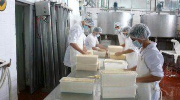 Advierten sobre la crítica situación de la industria lechera