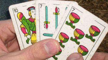 Rompieron la cuarentena para jugar al truco: 16 personas detenidas