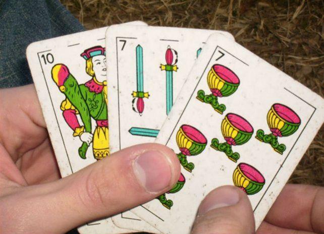 Detuvieron a 16 personas que rompieron la cuarentena para jugar al truco