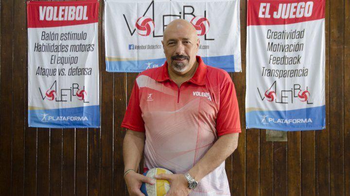 Grasso es Instructor de Feva y también trabaja en la UNR y en la Escuela Normal 3.