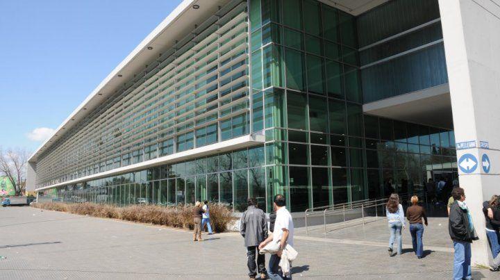 En el Hospital Clemente Alvarez está internada la mujer baleada en Empalme Graneros.