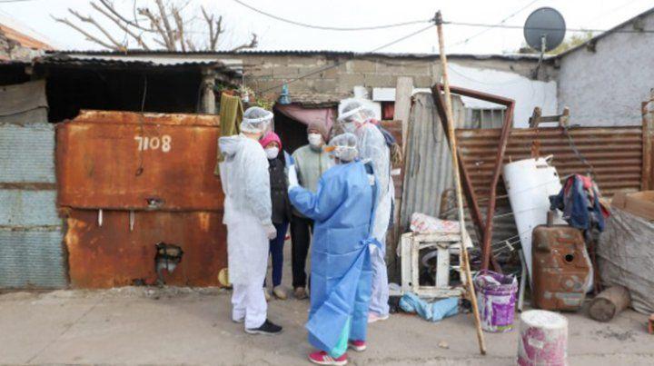 El operativo en barrio Las Flores para detectar casos de coronavirus.