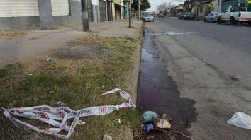 La víctima fue hallada tendida en el suelo, en la esquina de Campbell y Génova.