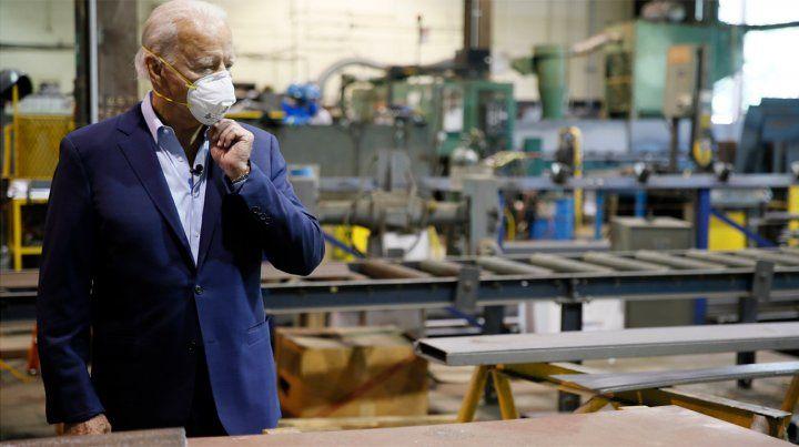 Joe Biden visitó un taller de herrería a unos cuantos kilómetros de la que fue su casa de la infancia en Pensilvania.