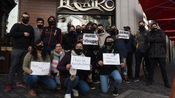 Ruidosas protestas de trabajadores de Rock&Fellers y El Cairo