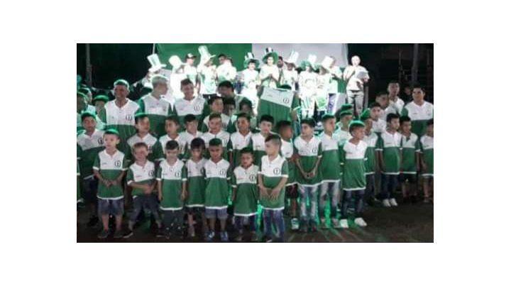 Más de 130 chicos son los que sostienen la identidad del club del barrio.
