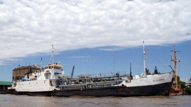 Afirman que una embarcación dejó en Rosario cuatro tripulantes con coronavirus