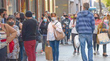 Aglomeraciones. El centro de la ciudad muestra un marcado uso del tapabocas, aunque no siempre se puede observar un correcto distanciamiento entre las personas.