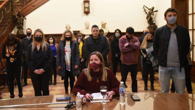 Caren Tepp junto al resto de los concejales esta mañana en el Palacio Vasallo.