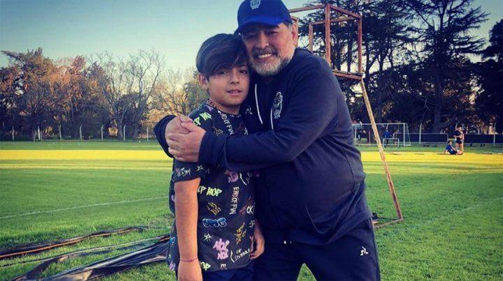 Diego Maradona junto a su nieto Benjamín.