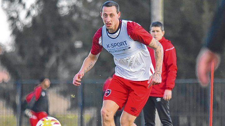 En stand by. Hoy Lema está de vacaciones en Benfica pero entrena en Rosario junto a Newells. La espera podría llegar a su fin.