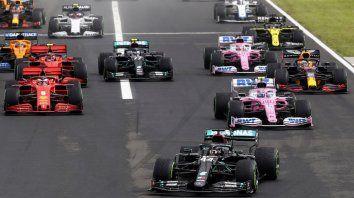 Largada del GP de Hungría, con Hamilton adelante. La F-1 no se mueve de Europa.