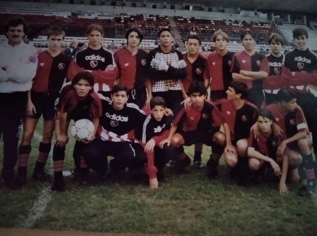 La 81 leprosa de Carlos Polenta. Lucero es el arquero y debajo suyo está Maxi Rodríguez, que ese día fue suplente en un partido contra Central del 95, en la 9ª divisional.