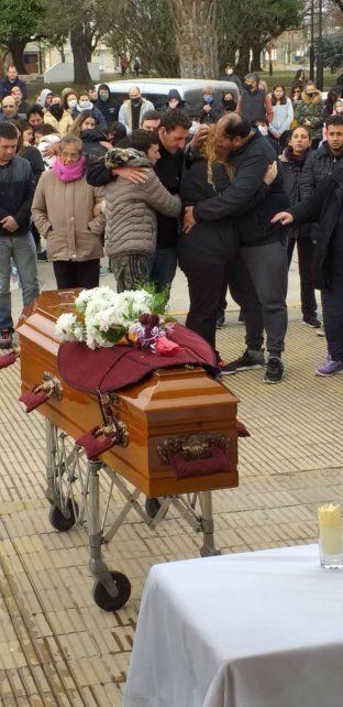 Dolor, congoja y pedido de justicia en el último adiós a Julieta