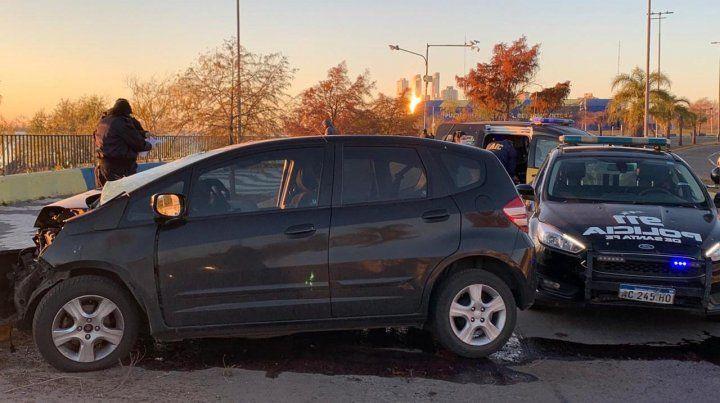 Un joven murió al estrellarse contra un árbol con su auto frente a la cancha de Central