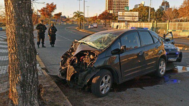 Identificaron al conductor que murió tras chocar contra un árbol