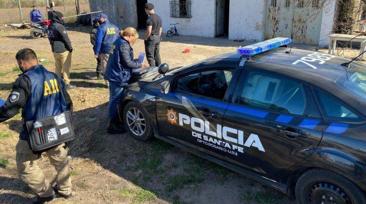 Varios policías llegaron al lugar para investigar mientras el herido era trasladado al Heca.