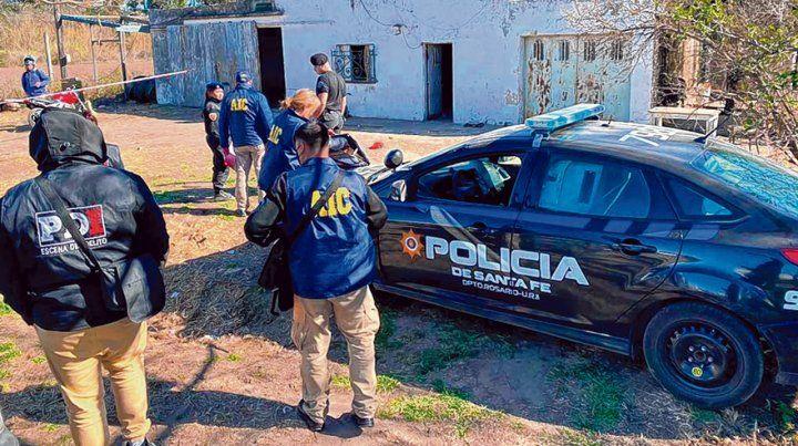 Buscando pruebas. En la finca donde atacaron a Franco L. la policía encontró 753 gramos de cocaína.