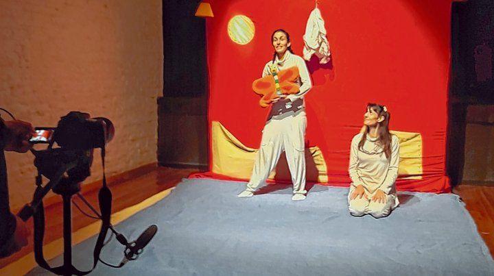 Acción. Laura Carassai y María Soledad Galván