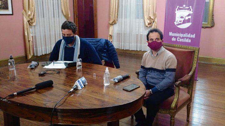 En conferencia. El intendente Andrés Golosetti confirmó el deceso.