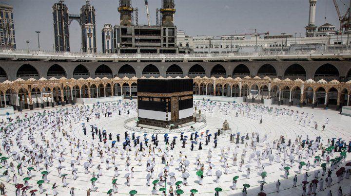 Los peregrinos realizaron el primero de los rezos en la Gran Mezquita de La Meca.