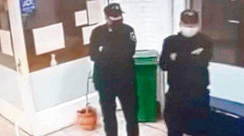 Filmados. El camillero Leonardo M. y el policía en disponibilidad Daniel V. fueron acusados de entrar a robar.