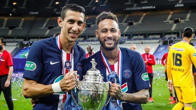 Angel Di María y Neymar alzaron ayer una nueva copa en el PSG francés.