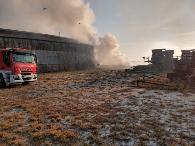 El fuego comenzó anoche en el puerto.