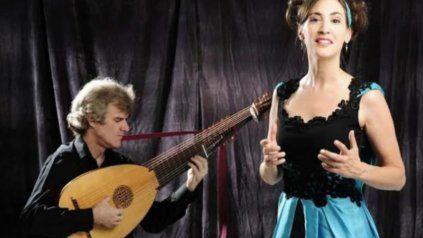 En acción. Malena Solda junto al guitarrista Miguel de Olaso.