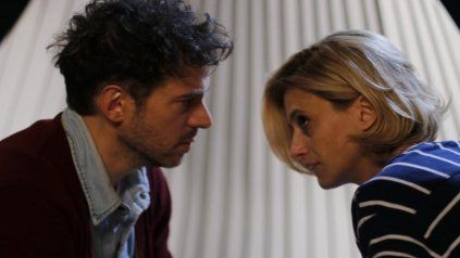 Dudas. Mónica Antonópulos y Ezequiel Tronconi encarnan a un matrimonio que debate si tener hijos o no.