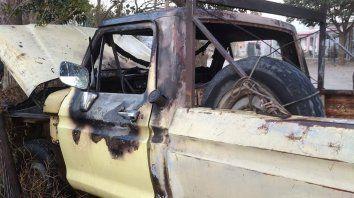 Sospechaban que un bombero tenía Covid-19 y le quemaron la camioneta