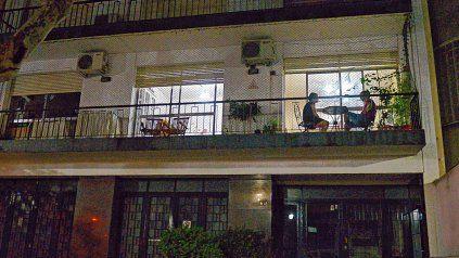 Un lugar clave. Durante el inicio de la cuarentena, los balcones fueron una suerte de oasis que permitieron sortear un poco el encierro.