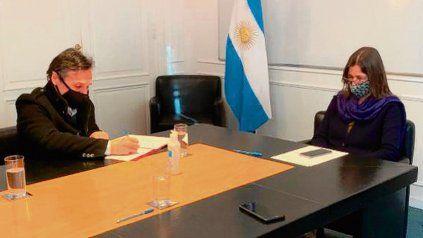 Acuerdo. Diego Giuliano y la ministra de Seguridad, Sabina Frederic.