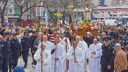 tradición. Cada año cientos de fieles se congregan para recordar al santo en la plaza Libertad.