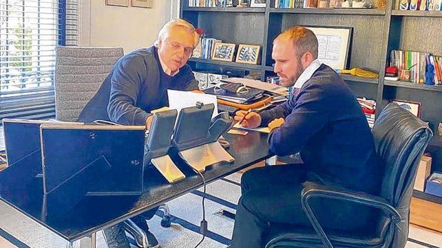 Tramo final. El presidente Fernández y el ministro Guzmán pilotearon una dura negociación con bonistas.