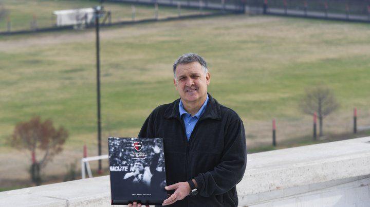 El Tata Martino y un homenaje del club en Bella Vista. Contó todos sus inicios en el club.