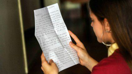 Docentes de la Escuela Madre Cabrini escribieron cartas de puño y letra para sus alumnos y alumnas que finalizan la secundaria. Un gesto para estar cerca en tiempos de distanciamiento.