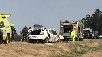 Una remisera falleció en un choque frontal entre un auto y un camión sobre la ruta 33