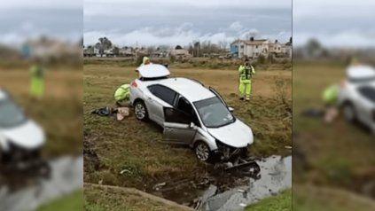 Así quedó el auto en el que viajaba Nora Etchenique. (Foto: @Red92Cadadiamas).