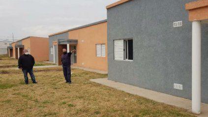 De recorrida. El jefe comunal Amaro González visitó las construcciones.