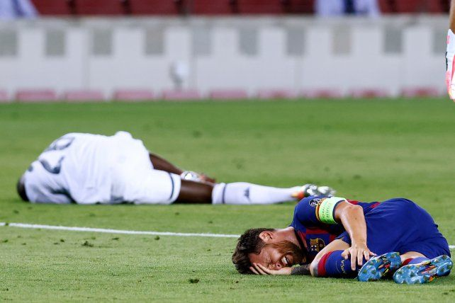 Messi sufrió un fuerte golpe en su pierna izquierda