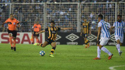 Rius define en Tucumán, fue su primer gol en Central.