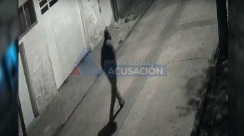 Piden datos del hombre que aparece en el video y estaría vinculado a un crimen
