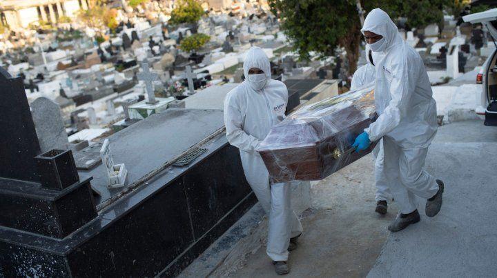 Brasil lleva más de dos meses con un promedio superior a las mil muertes diarias por coronavirus