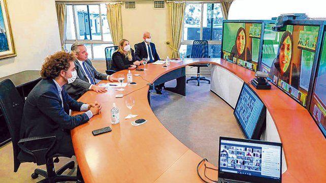 videoconferencia. El presidente mantuvo ayer un intercambio de ideas con jóvenes de la UIA.
